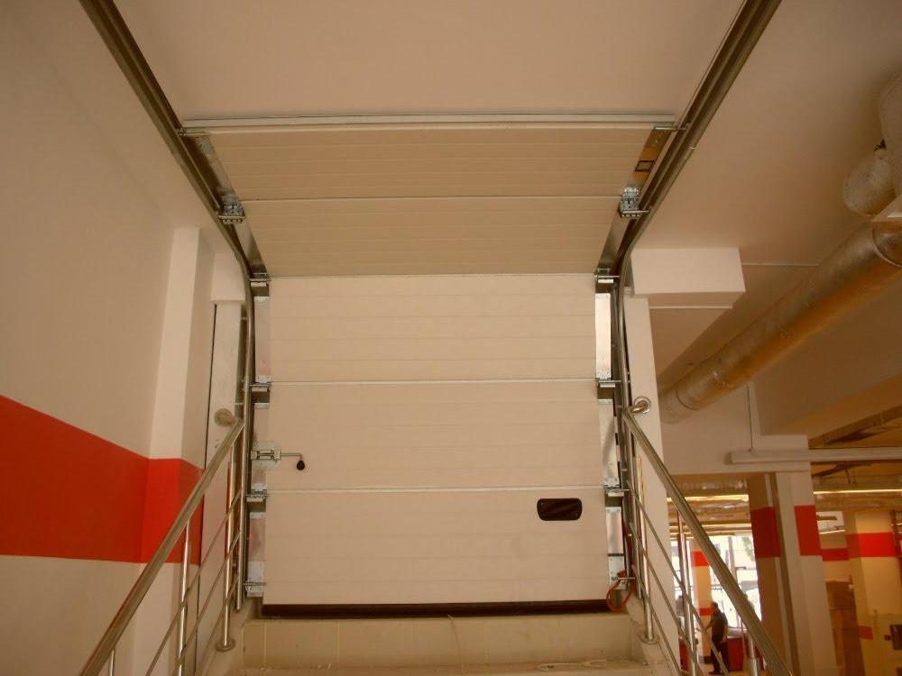 Секционные ворота Ryterna для второго этажа.